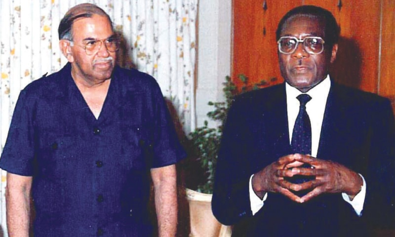 Air Marshal Daudpota with Zimbabwe's President Robert Mugabe.