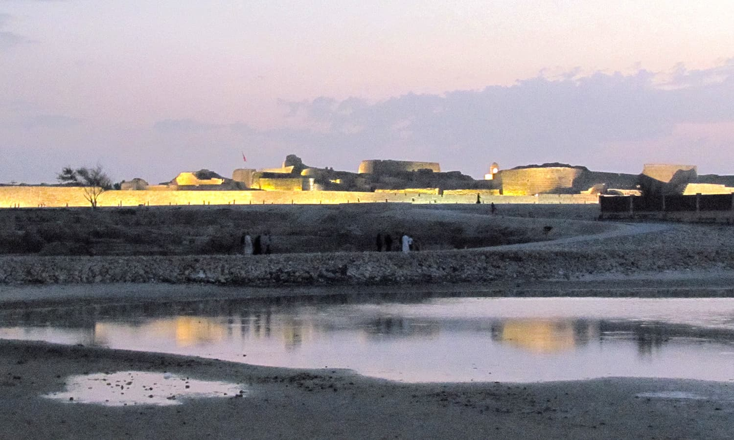 The Qalat Al Bahrain lit up in the evening.
