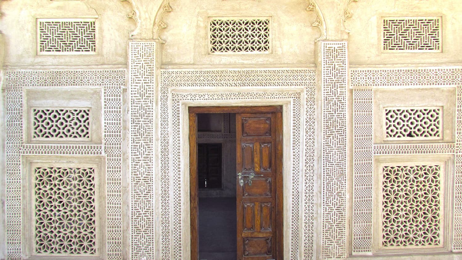 The doorway of one of the merchant's houses on the pearling trail.