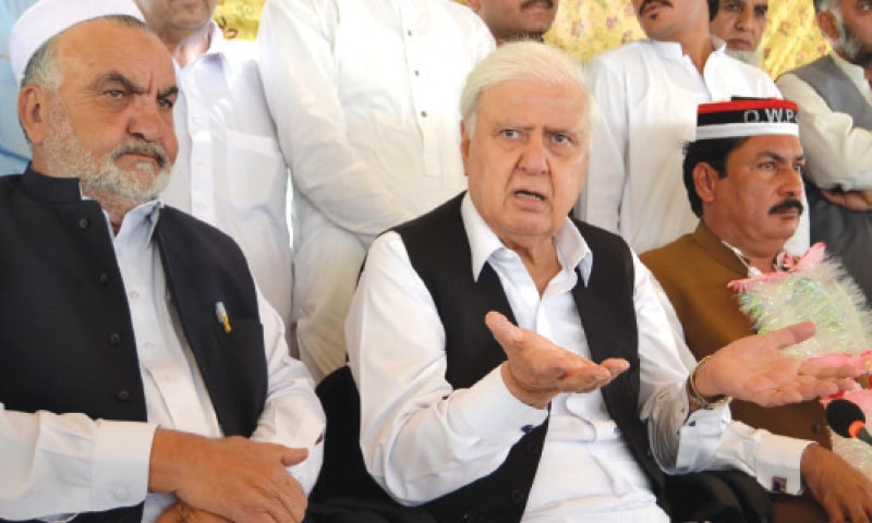 Aftab Sherpao addresses mediapersons in Peshawar on Friday. — White Star
