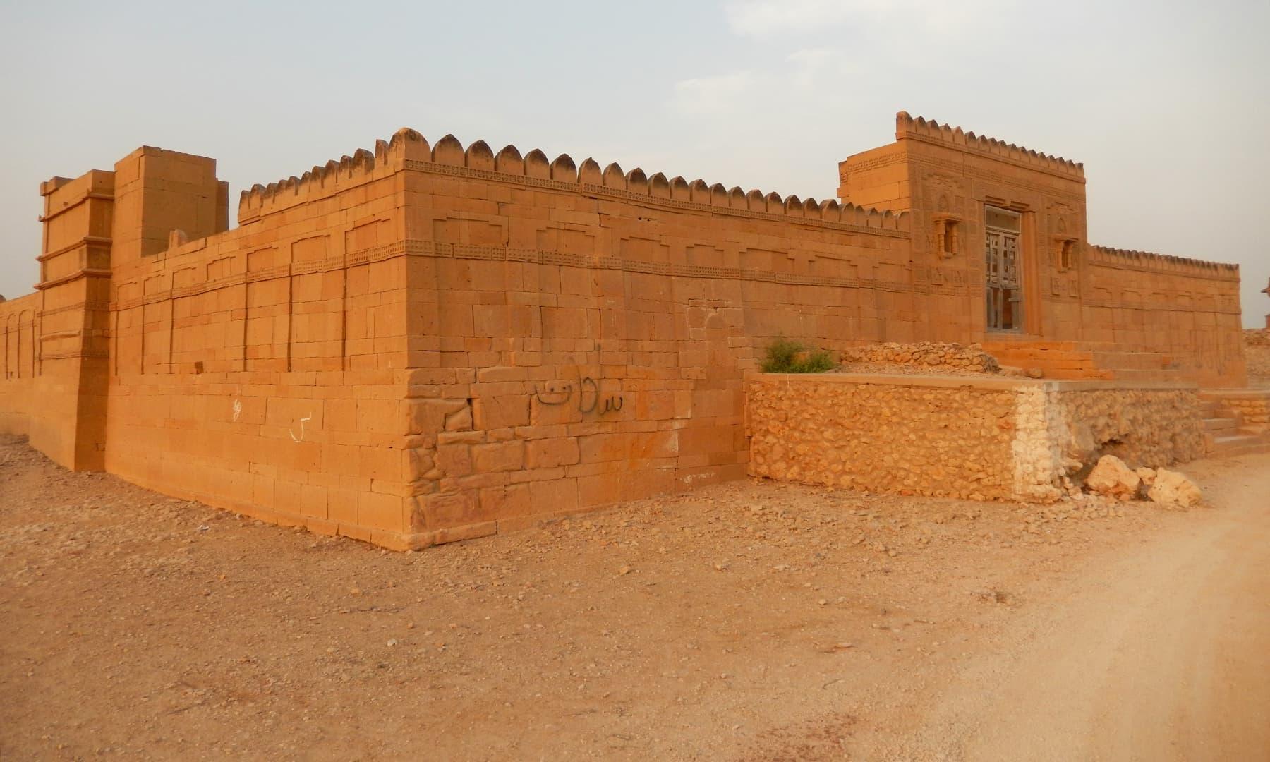 اعظم خان کا مقبرہ— تصویر ابوبکر شیخ