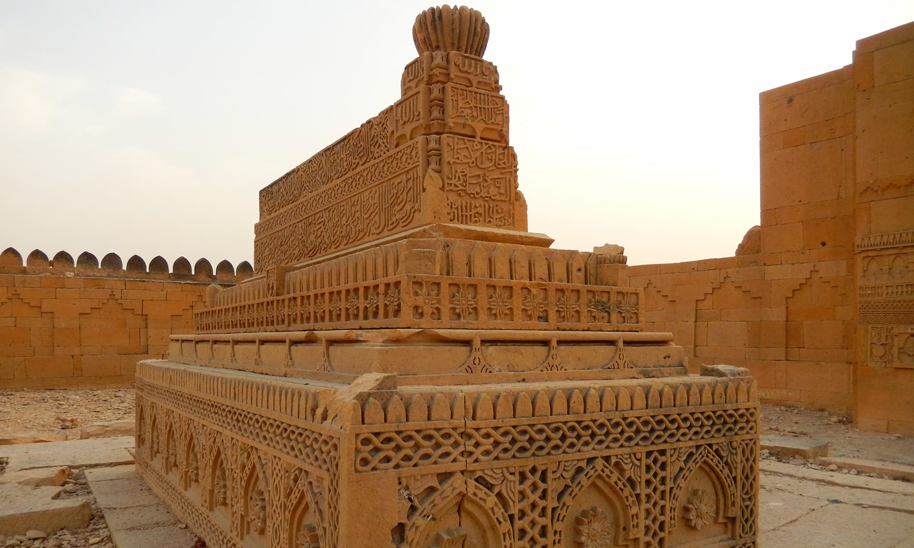 قبر اعظم خان— تصویر ابوبکر شیخ