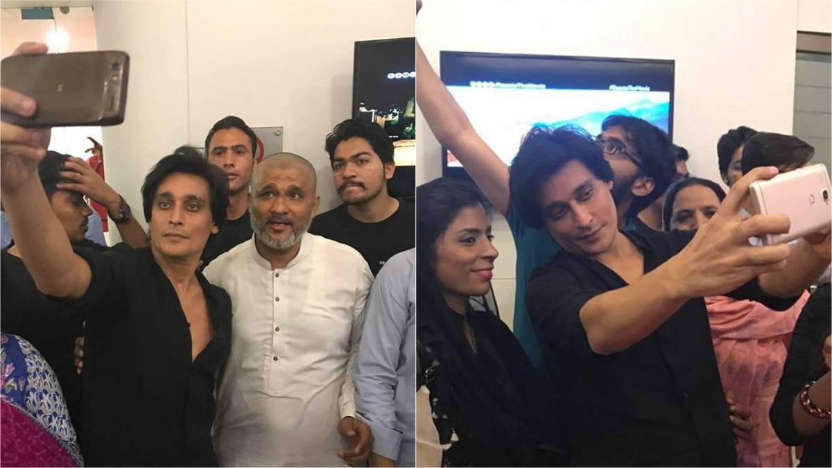 Sahir Lodhi obliges fans' requests for selfies during the promotional activities of his film Raasta — Photos courtesy Raasta's Facebook page