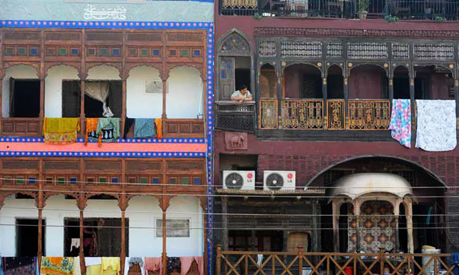 لاہور کا ایک پرانہ محلہ— تصویر عارف علی/ اے ایف پی