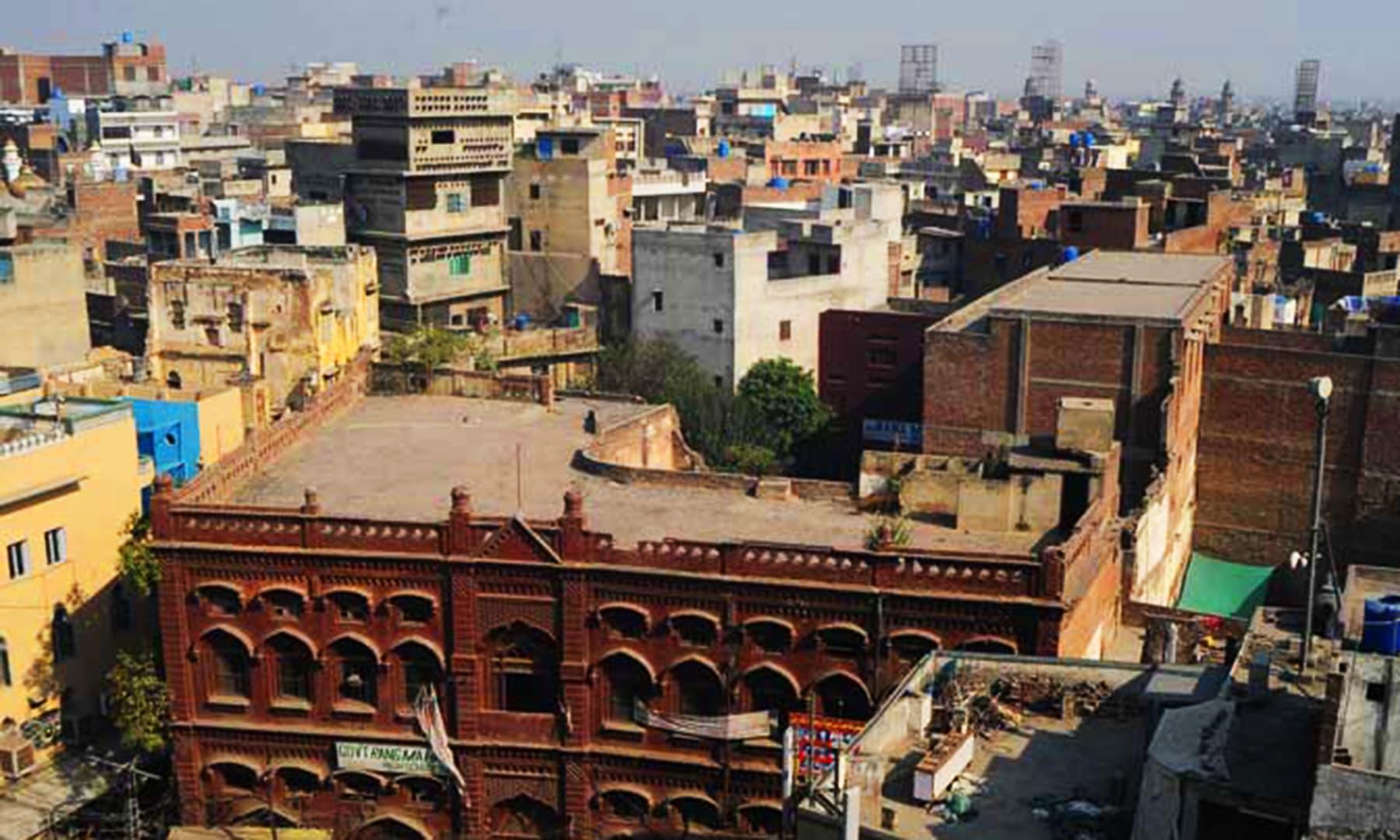 لاہور کا ایک پرانہ محلہ— اے ایف پی