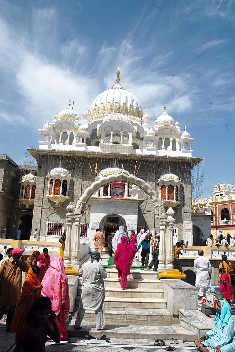 A large number of Sikh yatrees arrives at Gurdwara Panja Sahib for religious rituals. —APP