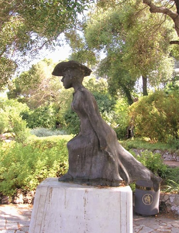 A statue of the fictional character Molly Bloom was placed in the Alameda Botanic Gardens, Gibraltar, to celebrate the bicentenary of the newspaper Gibraltar Chronicle in 2001 | Wikimedia Commons