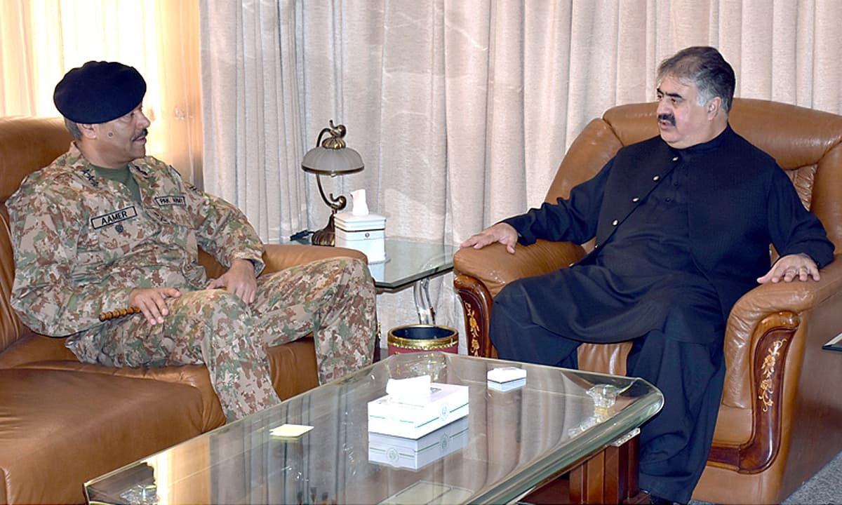 Commander Southern Command Lt Gen Amir Riaz calls on Balochistan Chief Minister Nawab Sanaullah Zahri. -APP