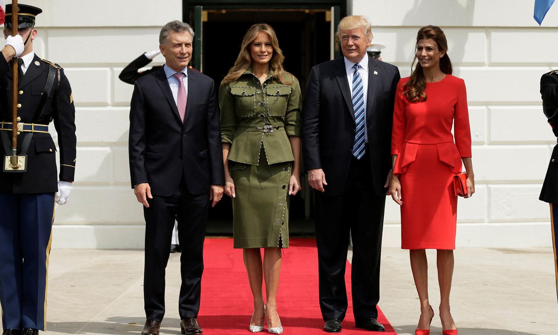 ڈونلڈ ٹرمپ اپنی اہلیہ، ارجنٹینا کے صدر موریشیو میکری اور ان کی اہلیہ جولیا ایواڈا کے ہمراہ — فوٹو: رائٹرز