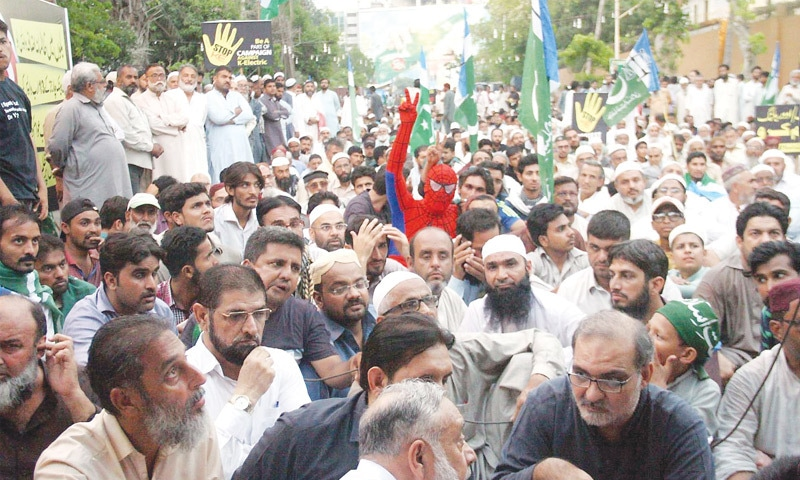 JI holds sit-in against KE outside Governor House
