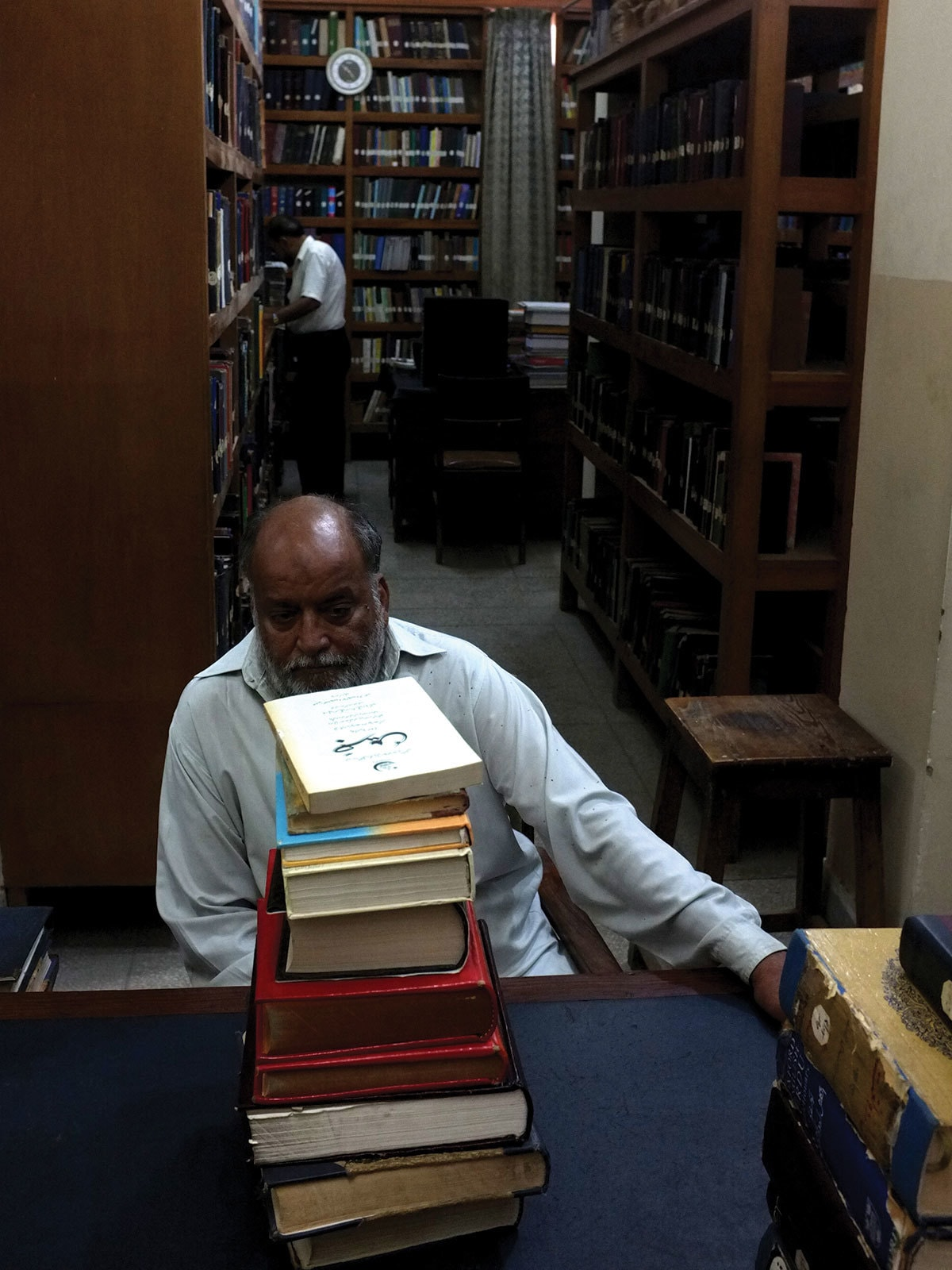 A staffer at the Urdu Dictionary Board in Karachi | Arif Mahmood, White Star