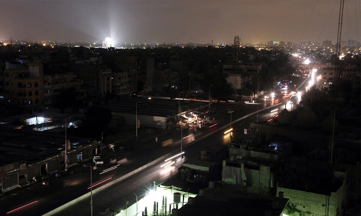 Karachi's Saddar area during load-shedding | Fahim Siddiqui, White Star