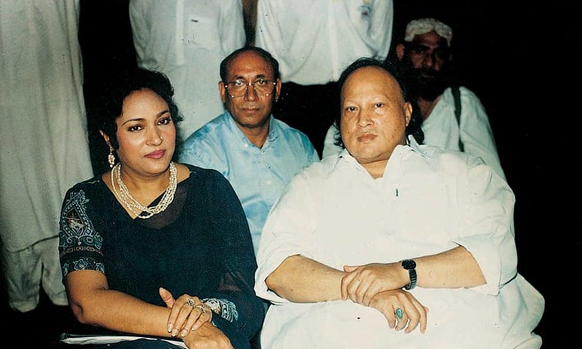 Tassawar Khanum sits alongside Nusrat Fateh Ali Khan | White Star