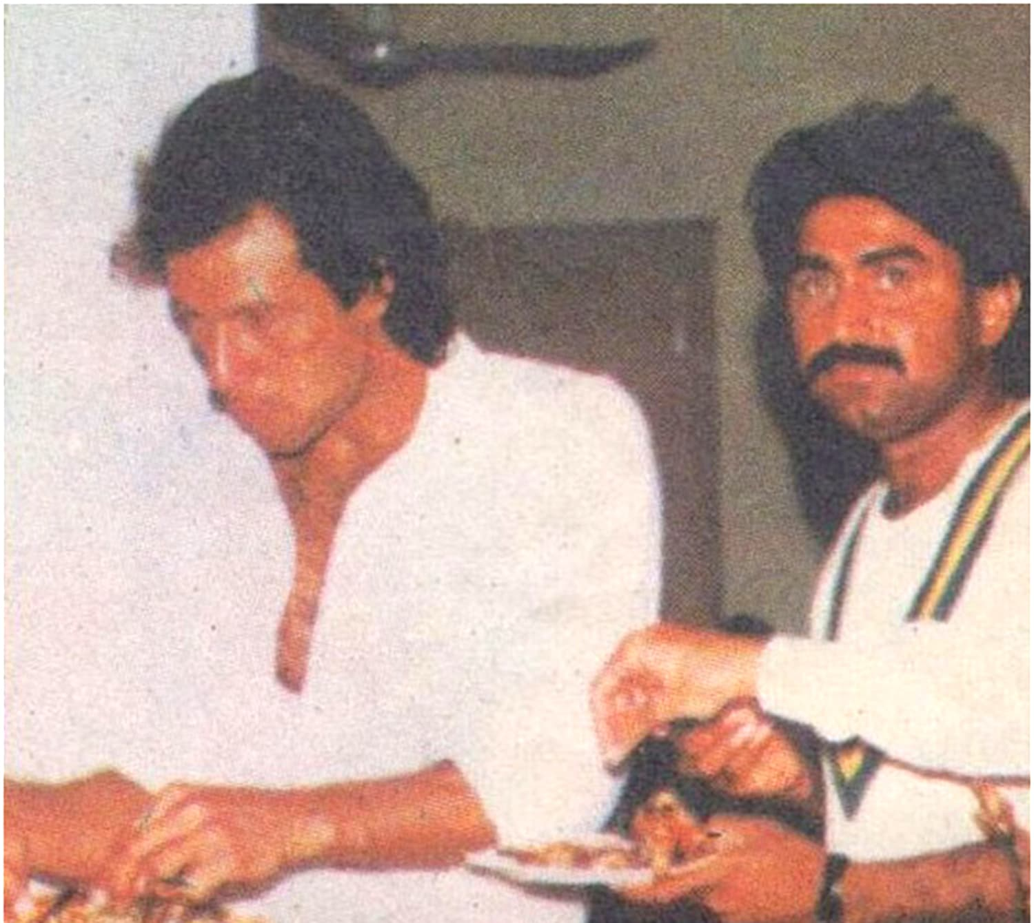 A tense lunch: The captain and vice-captain during the lunch break on day 4. Photo: Akhbar-e-Watan