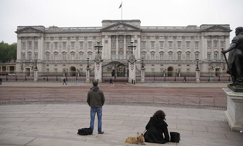 لندن میں واقع برطانوی شاہی محل—۔فوٹو/ اے پی