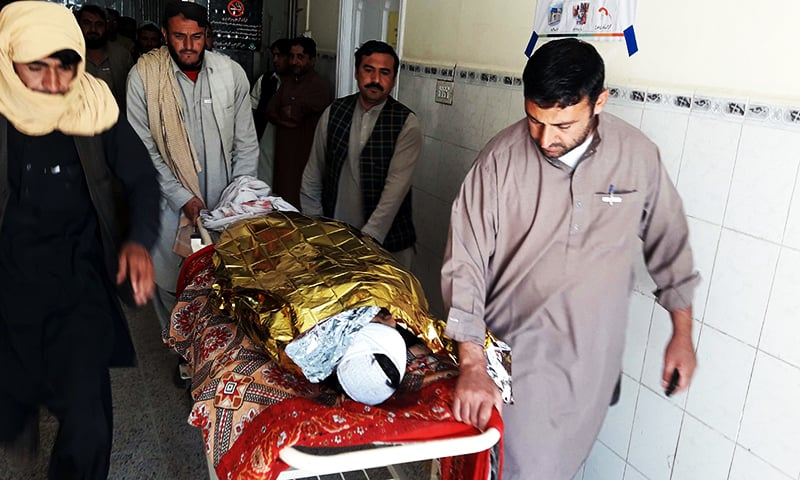 Relatives carrying the body of a victim following cross-border firing in Chaman. ─ AFP