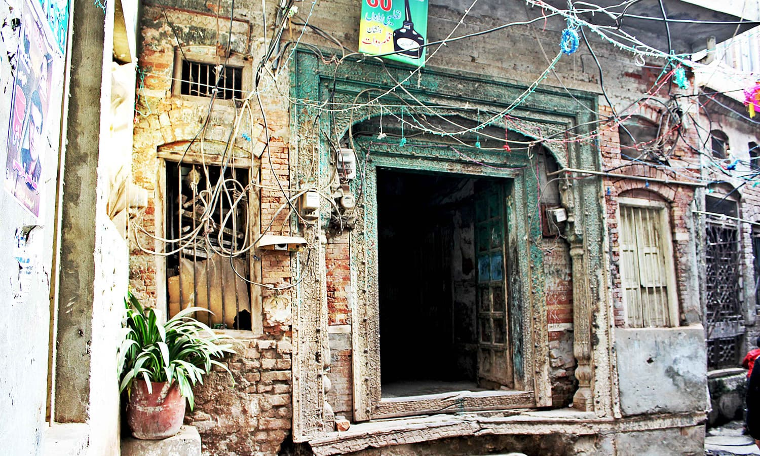 A decorated wooden door in Mohallah Bhabra.