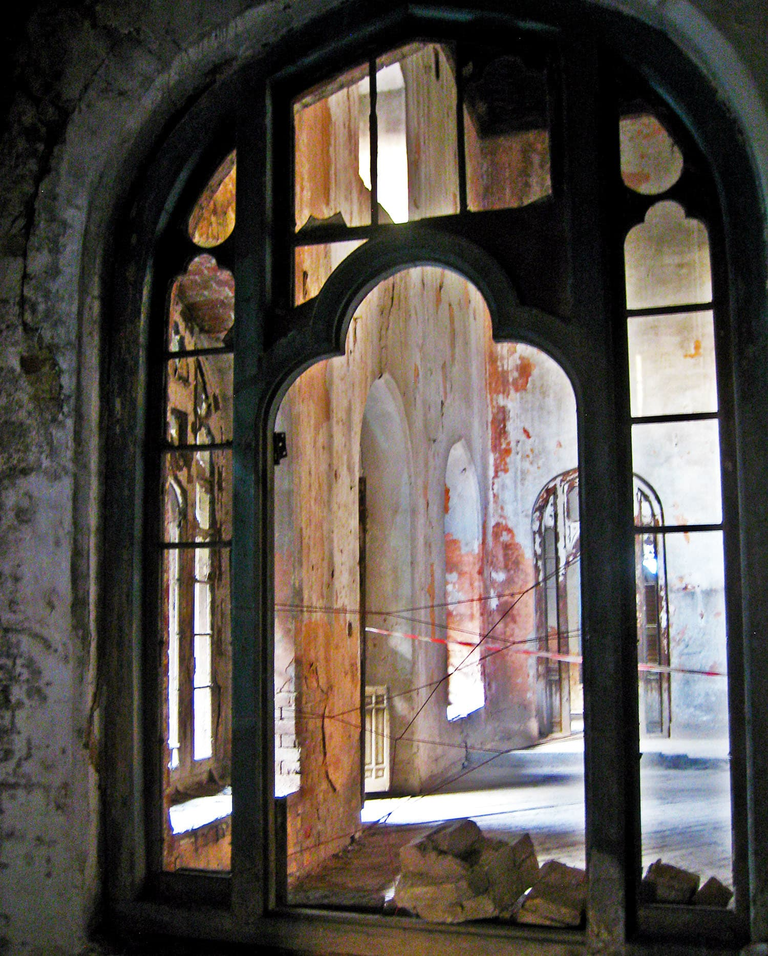 An archway in Darbar Mehal, which still has hints of its past architectural grandeur.