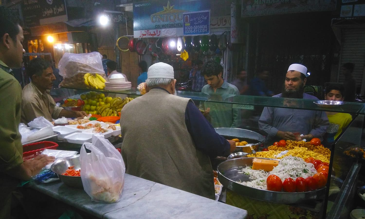 Trying the food at Bhabra Bazaar should also definitely be in your to-do list. I stopped at one of the shops, Lajawab Dahi Bhallay Centre.