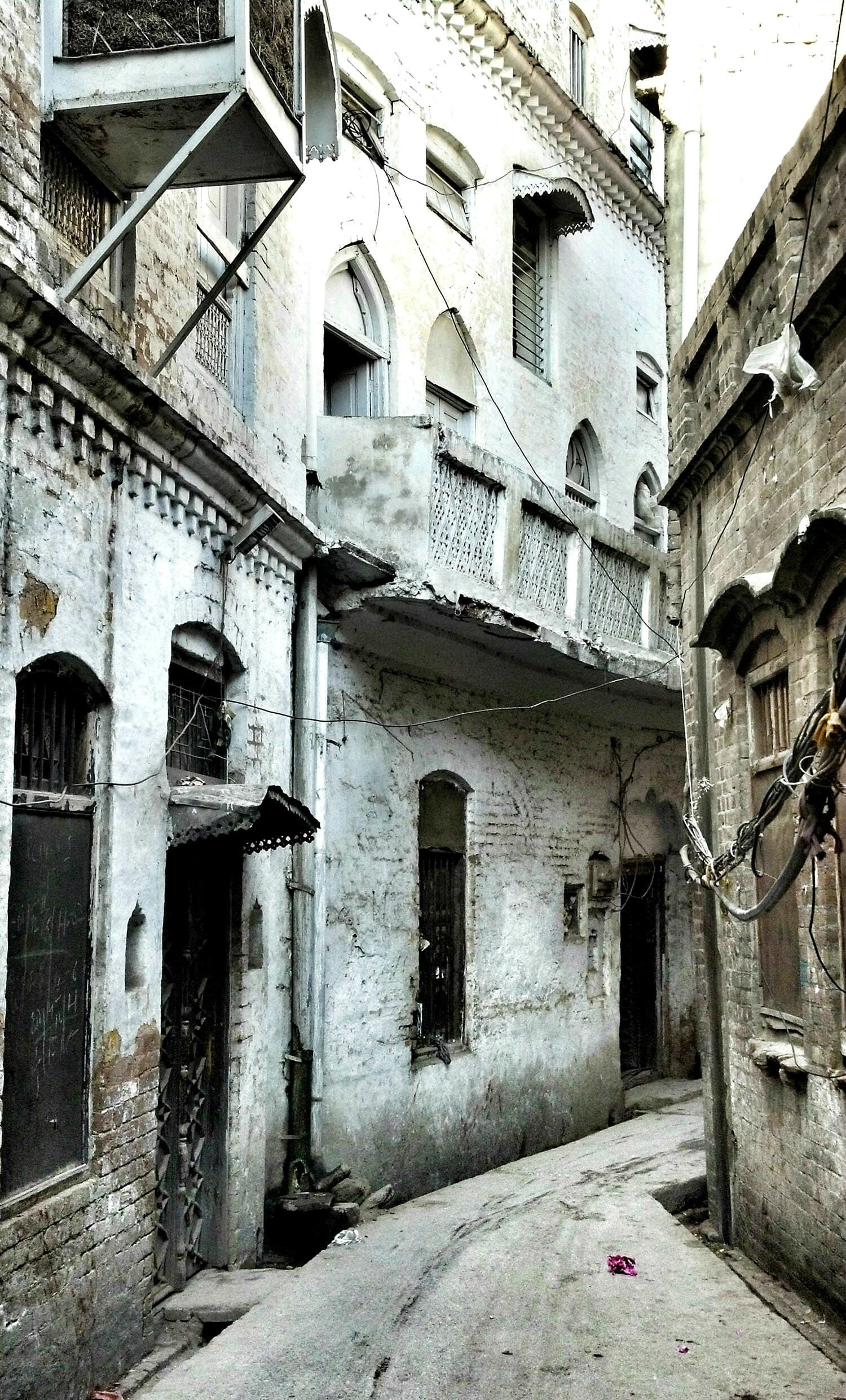 The narrow lanes of Sujan Singh *haveli* in Bhabra Bazaar, which was one of the most well-renowned neighbourhoods of its time.