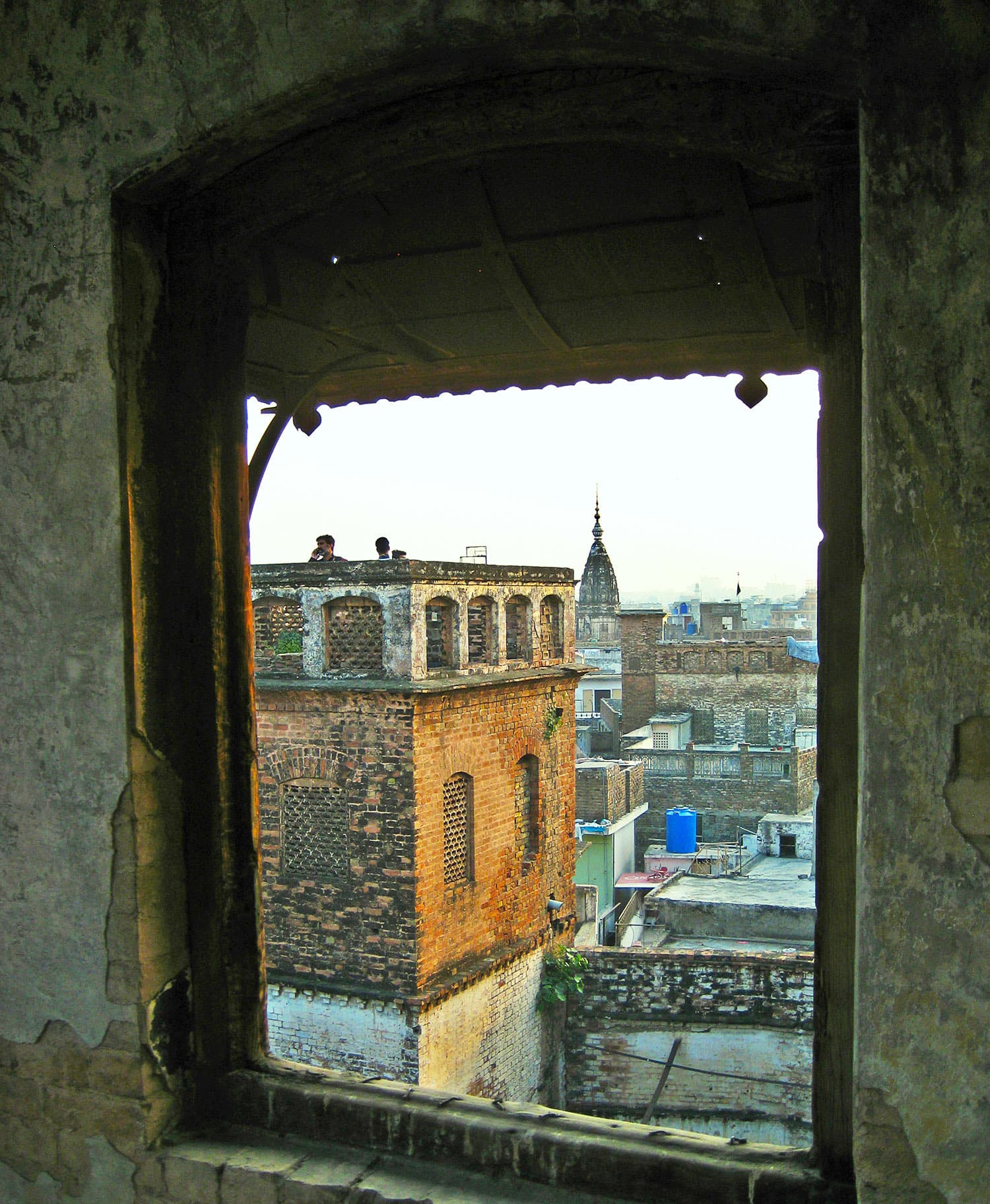I could see the Jain temple from Sujan Singh *haveli*. Hindu and Sikh families who have migrated still visit this neigbourhood.