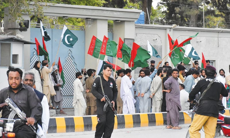 QUETTA: Members and supporters of the Balochistan Muttahida Mahaz protesting on Saturday outside the Afghan consulate against unprovoked firing by Afghan security forces on civilians and Frontier Corps personnel a day earlier.—Online