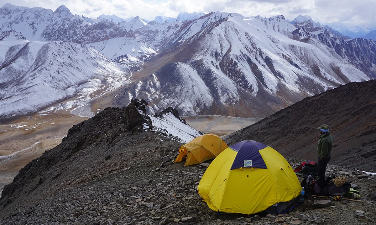 The camp at 5300 m on the flank of Manglik Sar