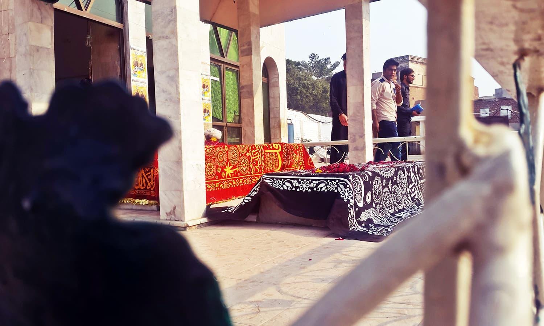 The graves of *mureeds* at Bulleh Shah's shrine.