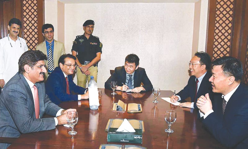Sindh Chief Minister Syed Murad Ali discusses different projects during a meeting with Chinese Consul General Wang Yu on  May 10 in Karachi.—APP