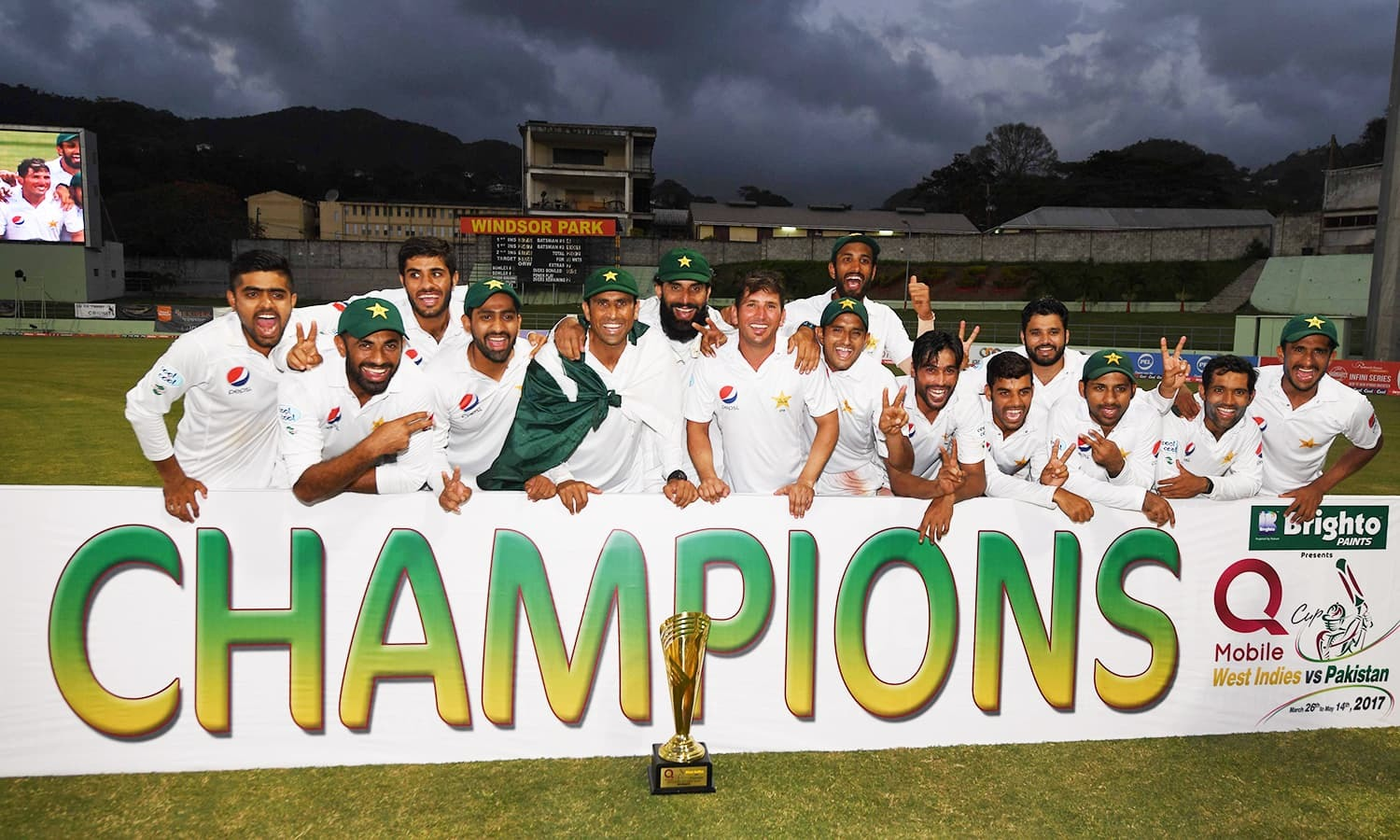 Shaharyar, Sethi felicitate Misbah, Younis and the rest