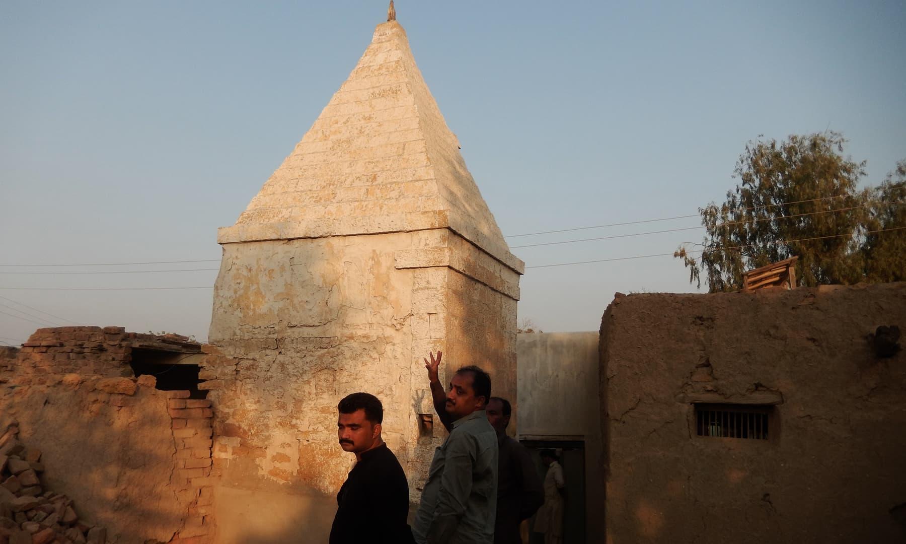 جھرک شہر میں واقع ایک مندر — تصویر ابوبکر شیخ