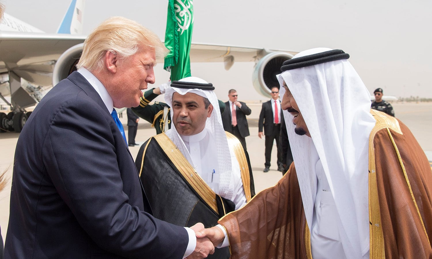 King Salman bin Abdulaziz Al Saud shakes hands with US President Donald Trump during a reception ceremony. ─ Reuters