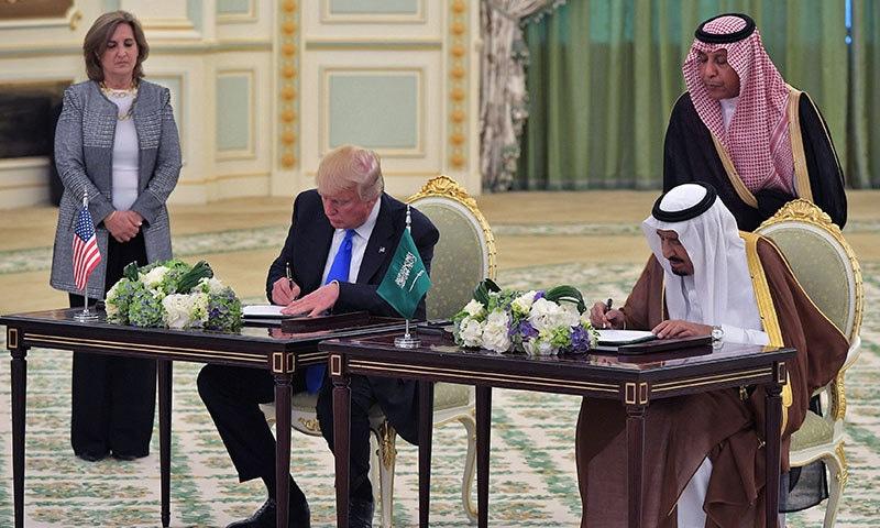 مجموعی طور پر دونوں ممالک میں 3 کھرب 50 ارب ڈالر کے معاہدے ہوئے—فوٹو: اے ایف پی