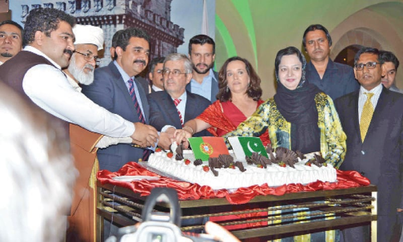 Ambassador Joao Paulo Sabido Costa, Federal Minister Kamran Machael and other guests cut the ceremonial cake on the Portuguese National Day in Islamabad.