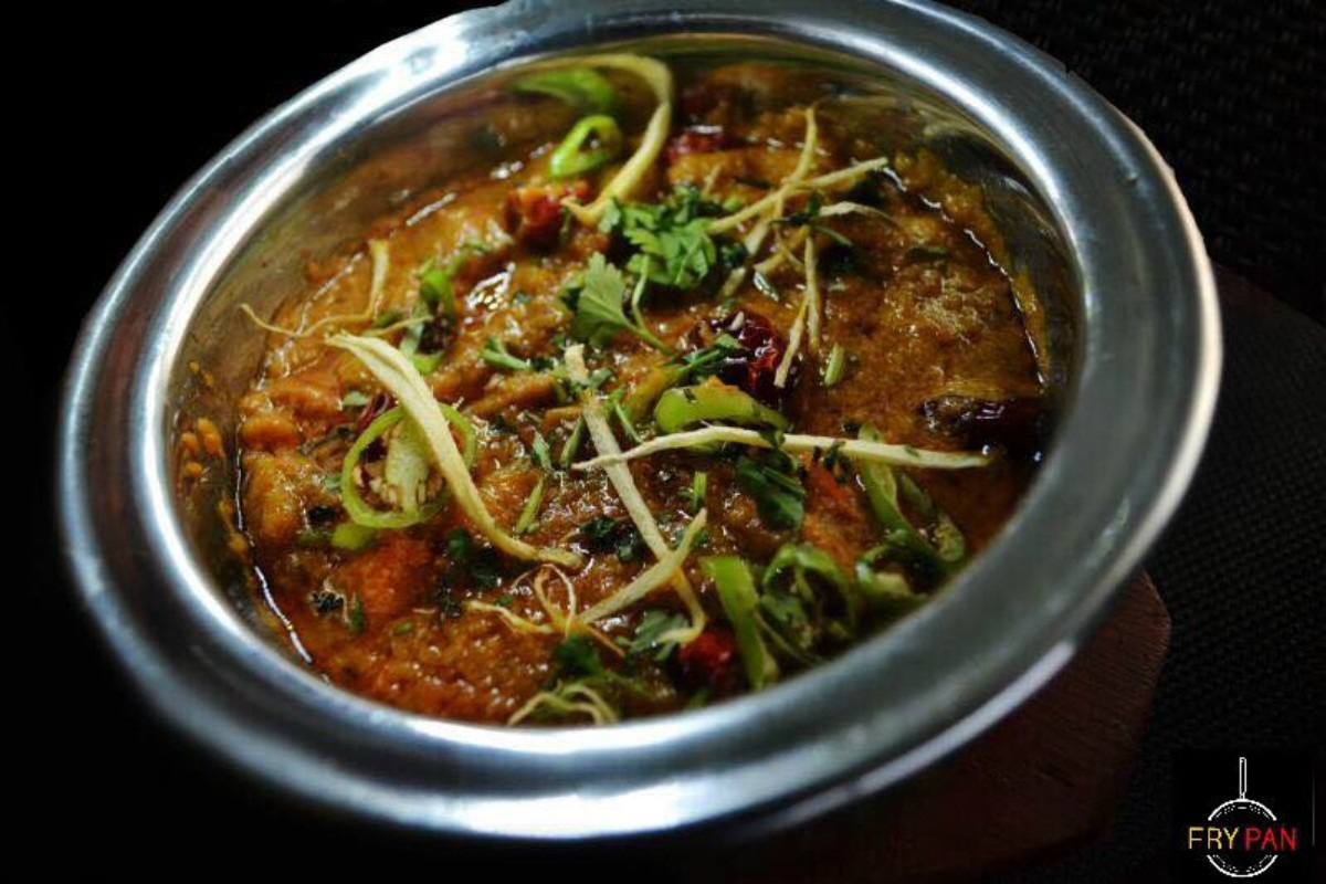 Their handi is another popular dish like the hari mirch