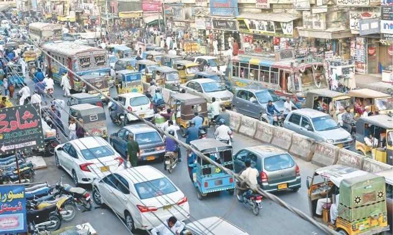 کراچی: رمضان میں ٹریفک کی روانی یقینی بنانا ایک بڑا چیلنج