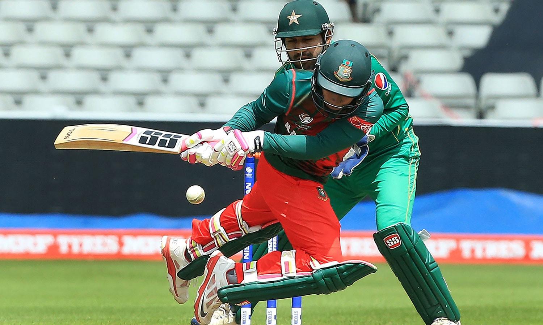 بنگلہ دیشی کپتان 4 رنز کے فرق سے اپنی نصف سنچری مکمل نہ کرسکے—فوٹو: اے ایف پی