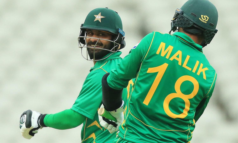 پاکستان کی جانب سے سب سے زیادہ رنز شعیب ملک نے بنائے—فوٹو: اے ایف پی