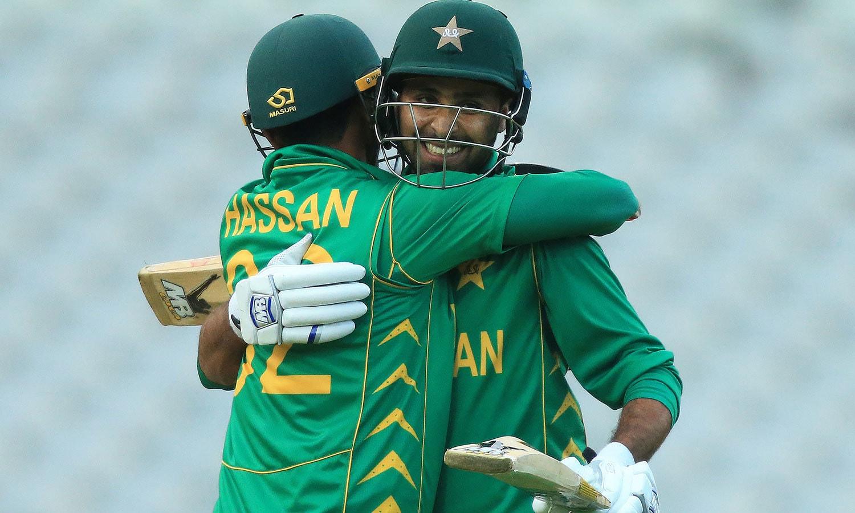 فہیم اشرف کے ناقابل شکست 64 رنز کی بدولت پاکستان نے میچ 2 وکٹوں سے جیت لیا—فوٹو: اے ایف پی