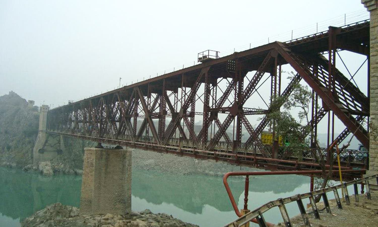 The 1905 double-decker Khushal Garh Bridge.