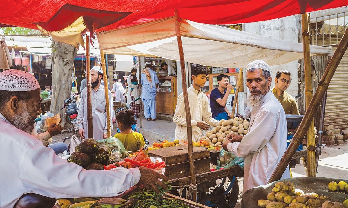 Vendors in a market in Sau Quarters, Ibrahim Hyderi | Mohammad Ali, White Star