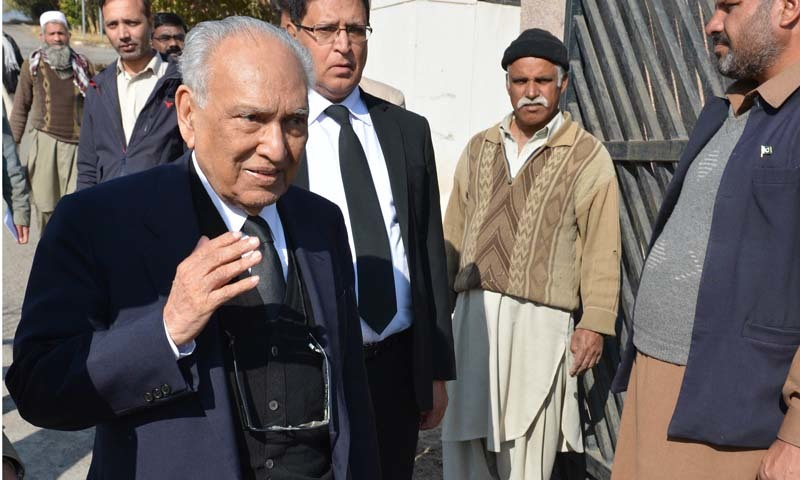 Sharifuddin Pirzada  one of the lawyer of Pakistan's former military ruler Pervez Musharraf, leaving the special court after his case hearing in Islamabad in 2014.   ─AFP