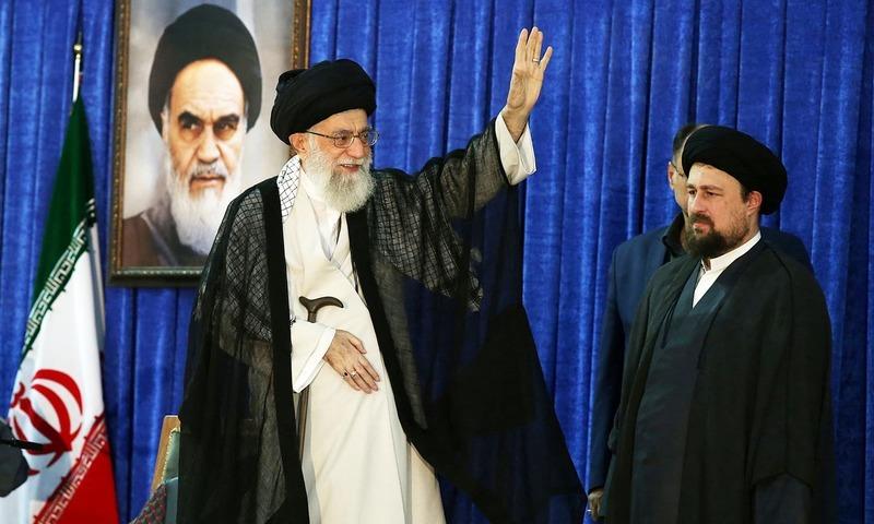 آیت اللہ خامنہ ای ایران کے انقلابی رہنما خمینی کی برسی کی تقریب میں شریک تھے—فوٹو:رائٹز