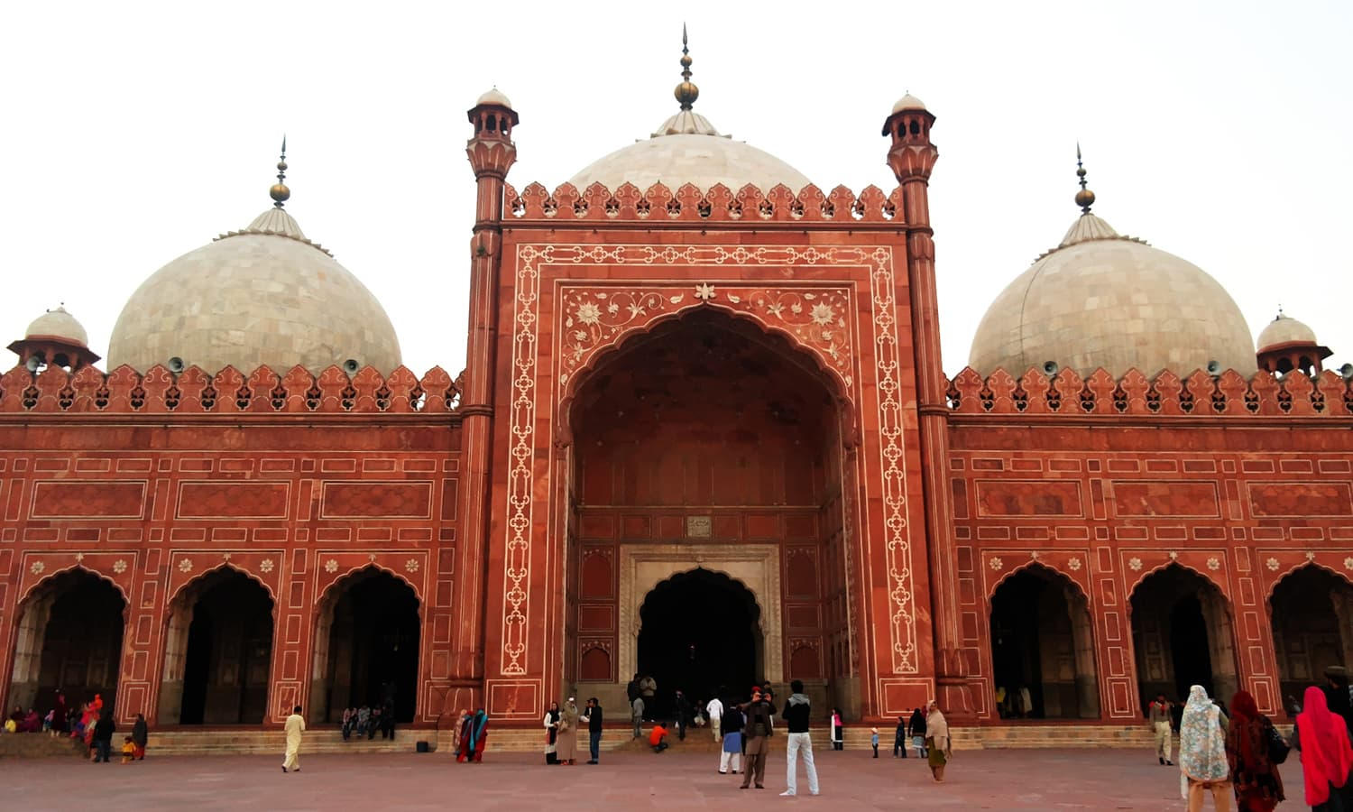 The Badshahi Masjid in Lahore was made in the likeness of Delhi's Jama Masjid. Photo: Kamran Aslam/Wikimedia Commons.