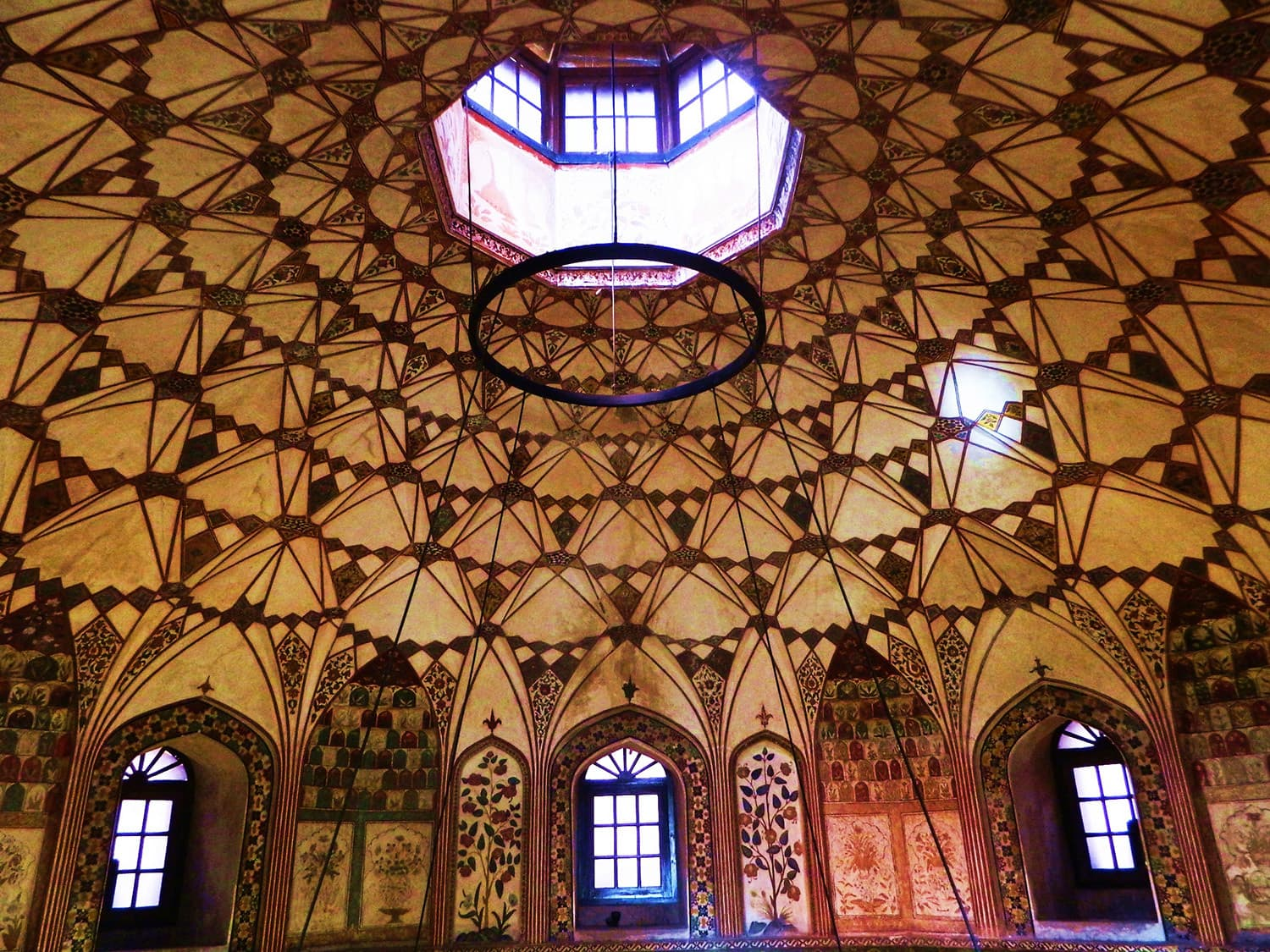The Shahi Hammam is a union of mathematics and art. Photo: Ibnazhar/Wikimedia Commons.