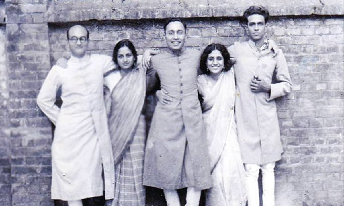 Angare writers Rashid Jahan (second from right) and Mahmuduzzafar (extreme left) | A Rebel and Her Cause