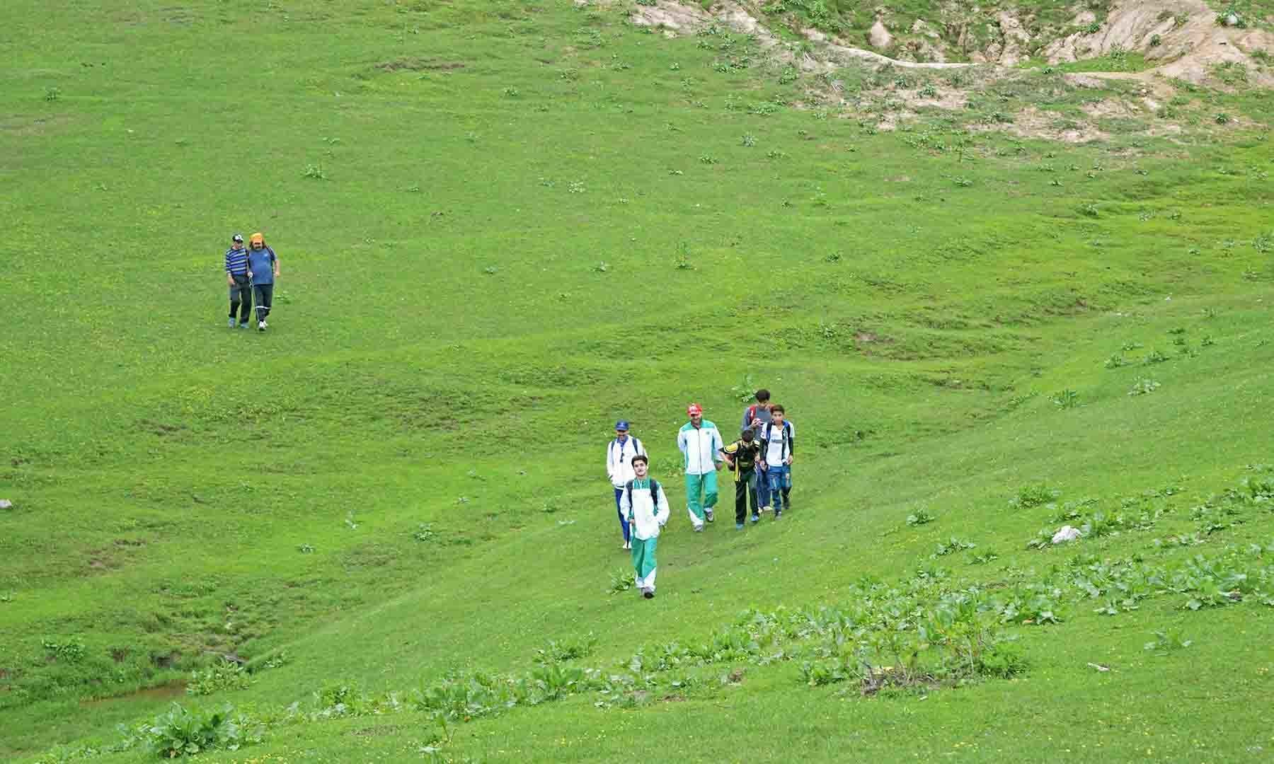 دربونہ کے کھلے میدان کا ایک منظر— تصویر امجد علی سحاب