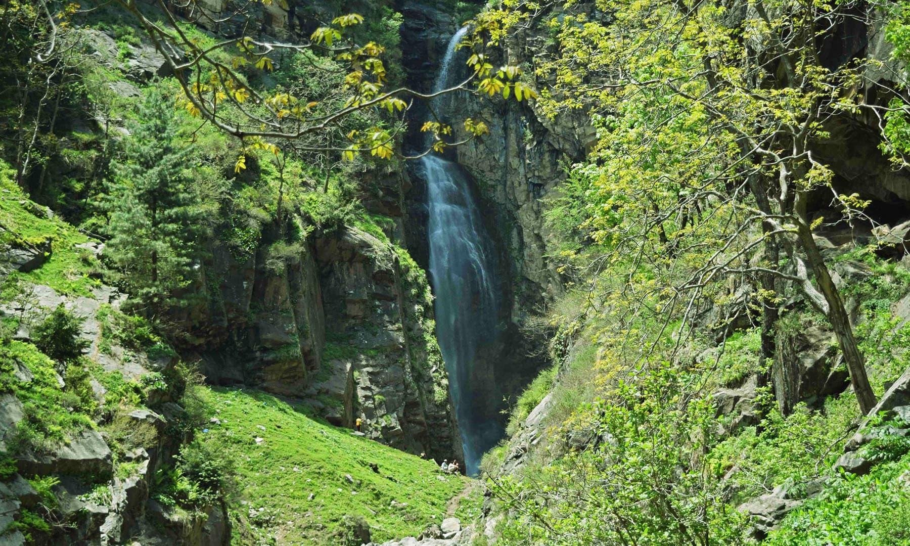 جاروگو کی چھوٹی آبشار— تصویر امجد علی سحاب