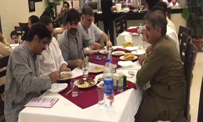 CM Shah having sehri with Sindh interior minister and other members of the provincial government. — DawnNews