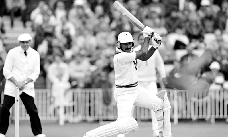 Javed Miandad batting for Pakistan during the 1st Test match against England at Old Trafford in Manchester, 9th June 1987. The umpire is Dickie Bird. The match ended in a draw. — File